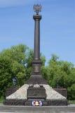 Una ciudad del monumento del primer militar de la gloria de un día soleado en julio Kronstadt Imagen de archivo