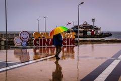 Una ciudad del verano en un día lluvioso Imagen de archivo