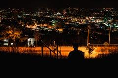 Una ciudad en la noche imagen de archivo libre de regalías