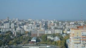 Una ciudad rusa ordinaria en el verano almacen de video