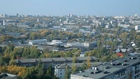 Una ciudad rusa típica en el verano metrajes