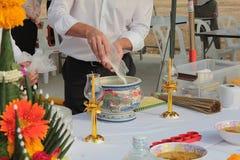Una clase de plato japonés como Takayaki Adore la preparación para la primera instalación del pilar de la ceremonia de la fundaci foto de archivo libre de regalías