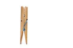 Una clip di legno diritta isolata su fondo bianco immagine stock