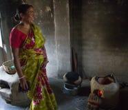 Una cocina primitiva en un pueblo indio imágenes de archivo libres de regalías