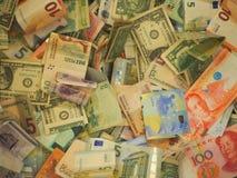Una colección de vario dinero al fondo foto de archivo libre de regalías