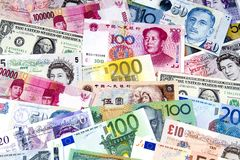 Una colección de vario dinero en circulación. Foto de archivo libre de regalías