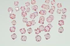 Una collezione di molti doppi cristalli rosa dei coni Immagini Stock