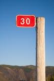 Una colonna con un segno Fotografia Stock Libera da Diritti