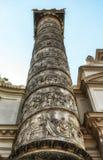 Una colonna di Karlskirche, st Charles Church, a Vienna, l'Austria fotografie stock