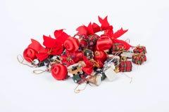 Una composizione delle decorazioni di Natale isolate su bianco Fotografie Stock Libere da Diritti