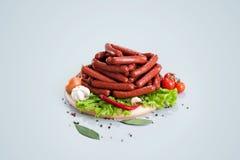 Una composizione delle specie differenti delle salsiccie e della carne Fotografia Stock Libera da Diritti