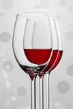 Una composizione di tre bicchieri di vino fotografia stock libera da diritti