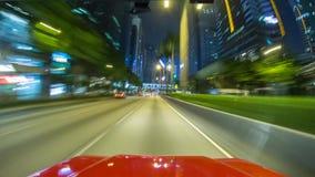 Una conducción de automóviles en una calle en las velocidades, alcanzando otros coches imagen de archivo libre de regalías