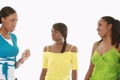 Una conversazione dei tre amici Fotografia Stock