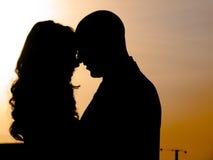 Una coppia al tramonto Immagini Stock Libere da Diritti