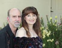 Una coppia di medio evo in un giardino Fotografie Stock Libere da Diritti