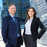 Una coppia di persone di affari in vestiti convenzionali Immagini Stock Libere da Diritti