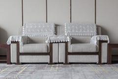 Una coppia di sofà in salone con nessuno fotografie stock libere da diritti