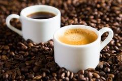 Una coppia di tazze di caffè Immagine Stock