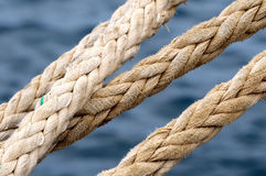 Una corda navale su un pilastro Fotografia Stock Libera da Diritti