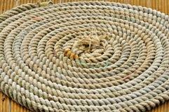 Una corda nei cerchi su una barca Fotografia Stock Libera da Diritti