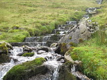 Una corrente del fianco di una montagna, Sligo Irlanda Immagine Stock Libera da Diritti