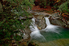 Una corrente nel moutain di Guangwu in autunno Fotografia Stock