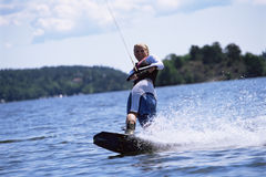 Una corsa con gli sci di acqua della giovane donna Immagine Stock Libera da Diritti