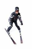 Una corsa con gli sci maschio dello sciatore con l'attrezzatura piena su un fondo bianco Immagini Stock Libere da Diritti