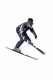 Una corsa con gli sci maschio dello sciatore senza bastoni su un fondo bianco Fotografie Stock