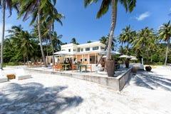 Una costa di una delle isole dell'isola di Phu Quoc - mare, palme e immagini stock