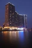 Una costruzione centrale alla notte a Macao immagine stock libera da diritti