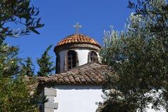 Una costruzione di chiesa bianca greca tipica, Halkidiki, Grecia Fotografia Stock Libera da Diritti