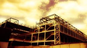 Una costruzione incompleta gialla dorata vaga immagine stock libera da diritti