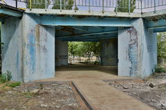 Una costruzione metallica di decomposizione Fotografia Stock Libera da Diritti