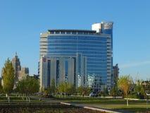 Una costruzione moderna di affari a Astana/Kazakistan fotografia stock