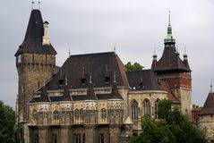 Una costruzione storica di Palazzo-Stile a Budapest fotografia stock libera da diritti