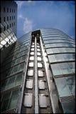 Una costruzione vetrosa Immagine Stock