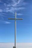 Una cruz blanca Imagenes de archivo