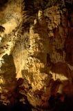 Una cueva misteriosa poderosa del dripstone Imagen de archivo