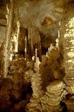 Una cueva misteriosa poderosa del dripstone Imágenes de archivo libres de regalías