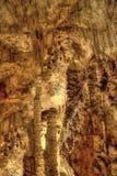 Una cueva misteriosa poderosa del dripstone Foto de archivo libre de regalías