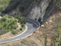 Una curvatura nella strada della montagna in La Gomera Fotografie Stock