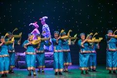 Una danza popular cesta-Tórtola-china formada ganso imagenes de archivo