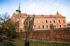 Una de las calles en el centro histórico de Kraków Imagen de archivo libre de regalías