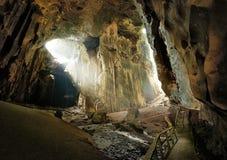 Una de las cuevas más hermosas de Borneo Gomantong esas ellos li Foto de archivo