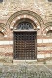 Una de las entradas del St Paraskeva de la iglesia en Nessebar viejo, Bulgaria Imagen de archivo libre de regalías