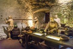 Una de las escenas en la gran exposición de las cocinas con un cocinero que prepara la comida, Stirling Castle fotografía de archivo libre de regalías