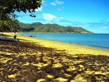 Una de las playas arenosas aisladas en la isla magnética imagen de archivo libre de regalías