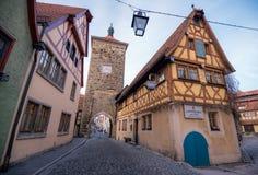 Una de las puertas de la ciudad en el der Tauben del ob de Rothenburg, Baviera, Alemania Foto de archivo libre de regalías